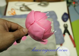 How-to-make-fold-lotus-flower-(46)