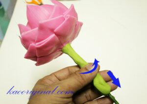 How-to-make-fold-lotus-flower-(48)