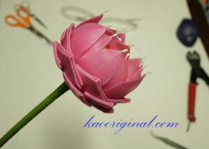 How-to-make-fold-lotus-flower-(52)